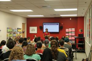 Peer advisor Tara Benner shares her experience abroad at an info session.