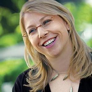 Kate Kennen Headshot