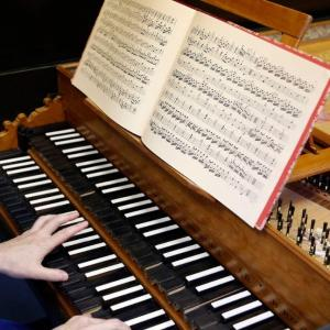 hands playing harpsichord