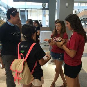 Prospective study abroad students speak with program alumni.